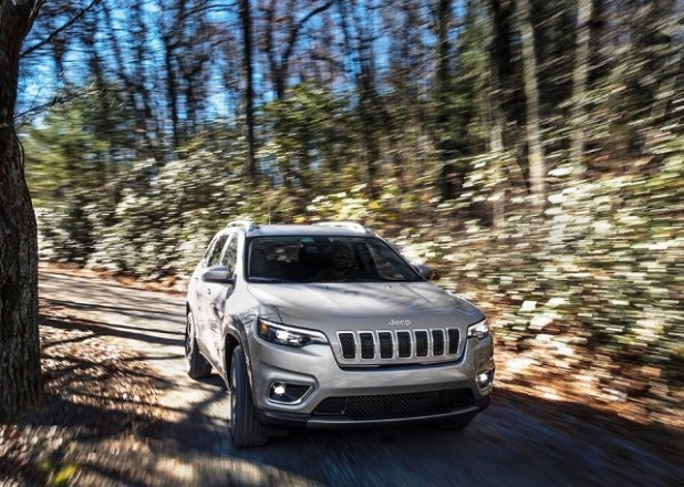 2020 Jeep Grand Cherokee front view