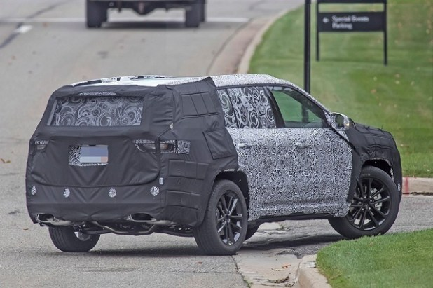 2020 Jeep Grand Cherokee rear view