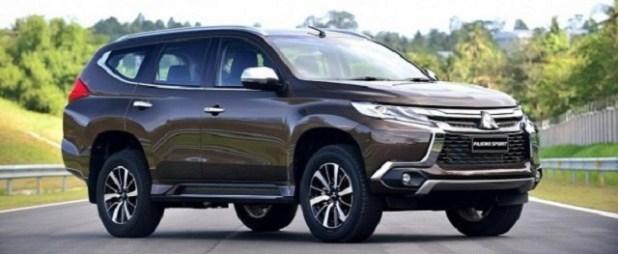 2020 Mitsubishi Outlander front view