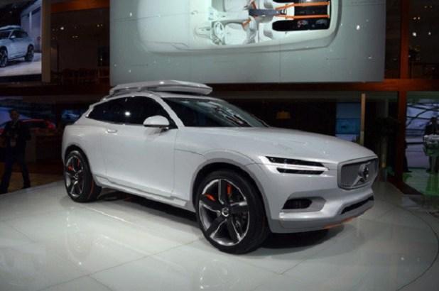 2020 Volvo XC90 front view