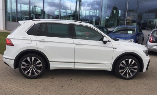 2020 VW Tiguan side view