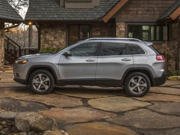 2020 Jeep Cherokee side view