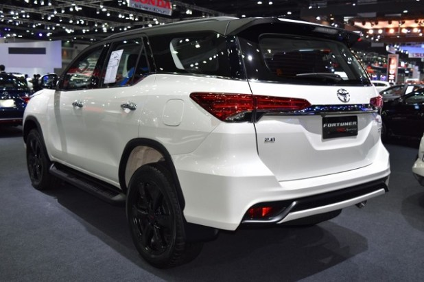 2020 Toyota Fortuner rear view