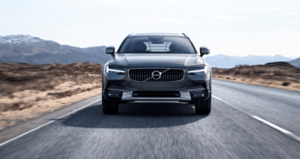 2020 Volvo XC70 front view