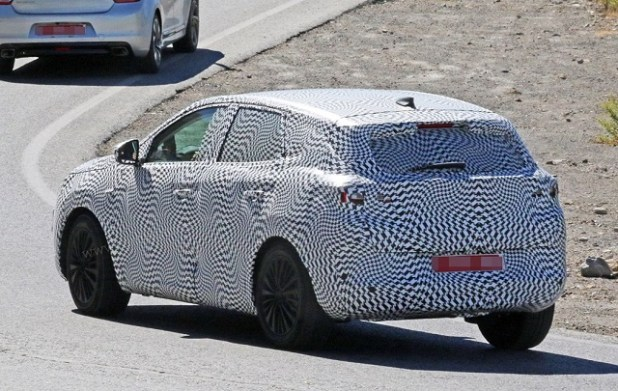 2020 opel crossland x spy shots