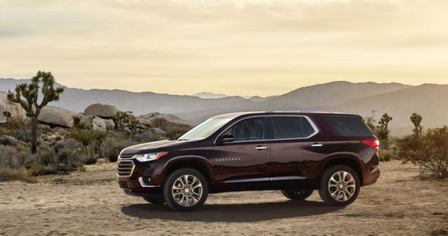2019 Chevy Traverse side