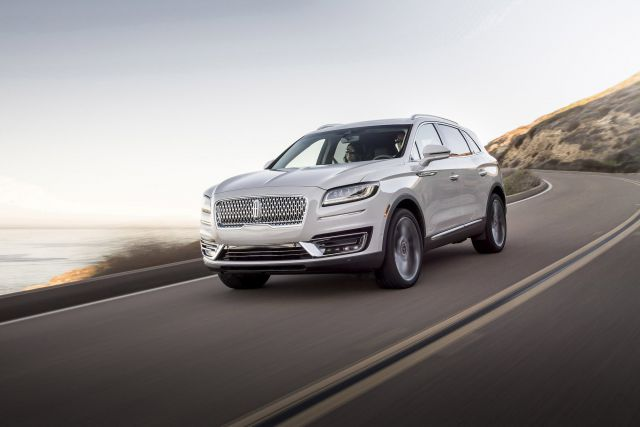 2019 Lincoln Nautilus front