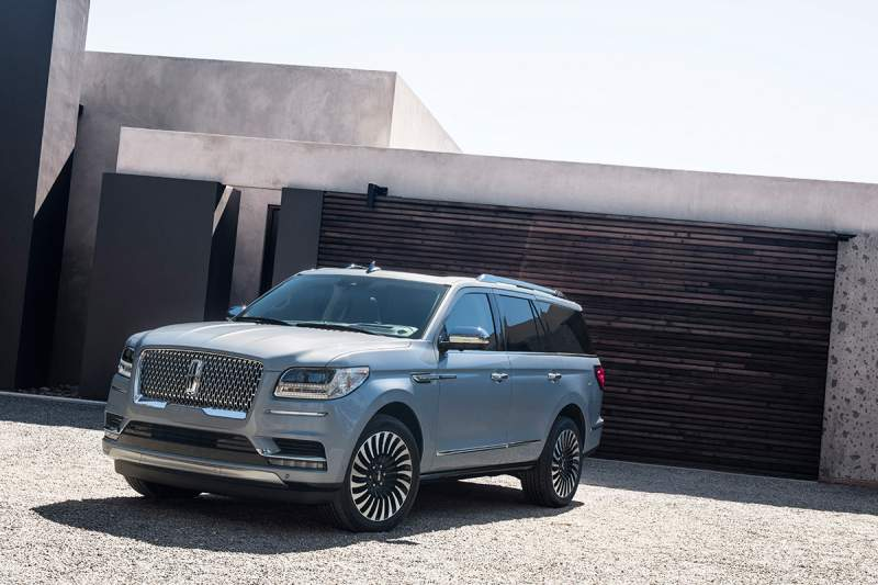 2019-Lincoln-Navigator-front.jpg