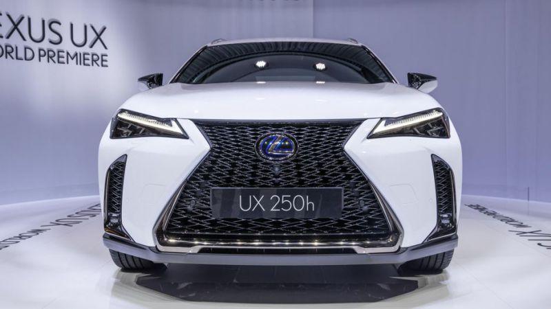 2019-Lexus-UX-front.jpg