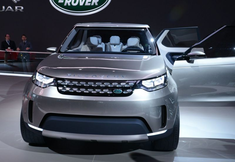 2019-Land-Rover-Discovery-front.jpg