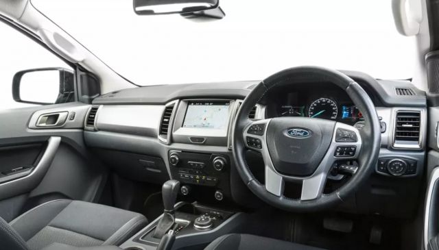 2019 Ford Everest seats