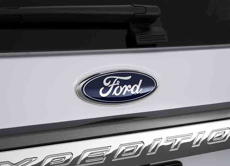 2019-Ford-Expedition-Hybrid-badge-1.jpg