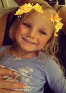 Mun pikku prinsessa <3 Safinasta on tullut kyllä nii iso! Hän tykkää leikkiä Snapchatilla ja naureskelee eri filttereille. Tämä on hänen suosikki :)