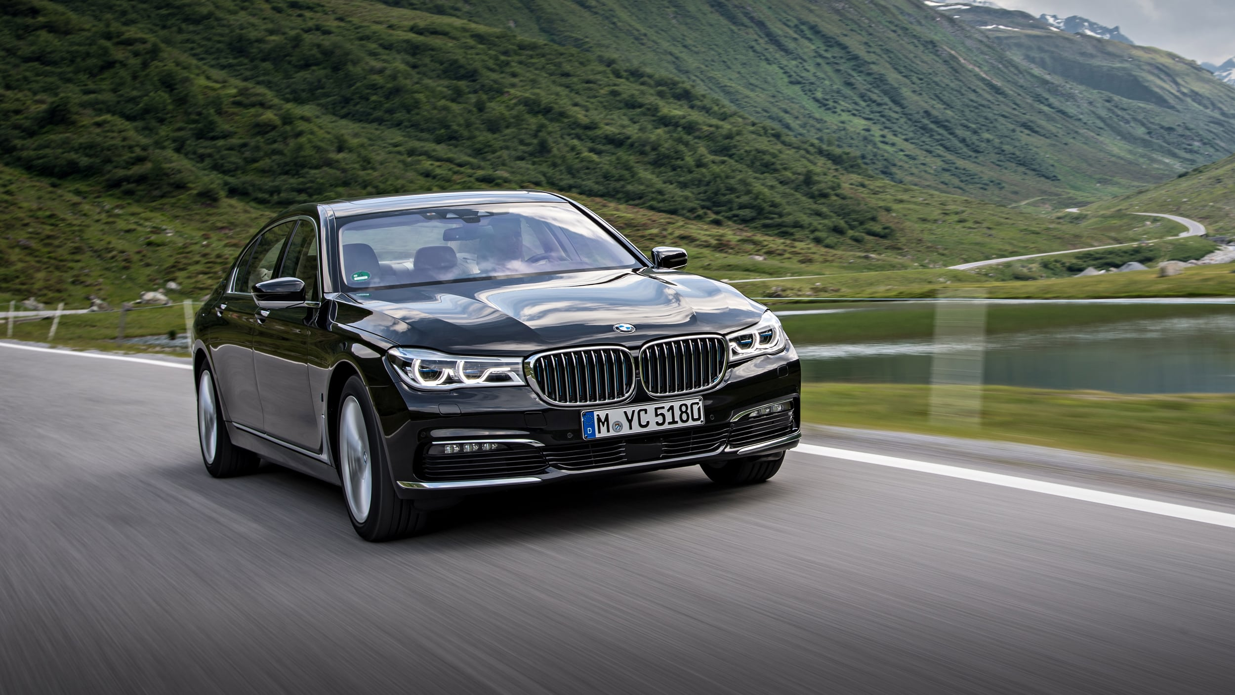 2020 BMW 740Le Pictures