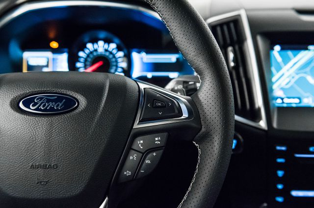 2019 Ford Edge interior
