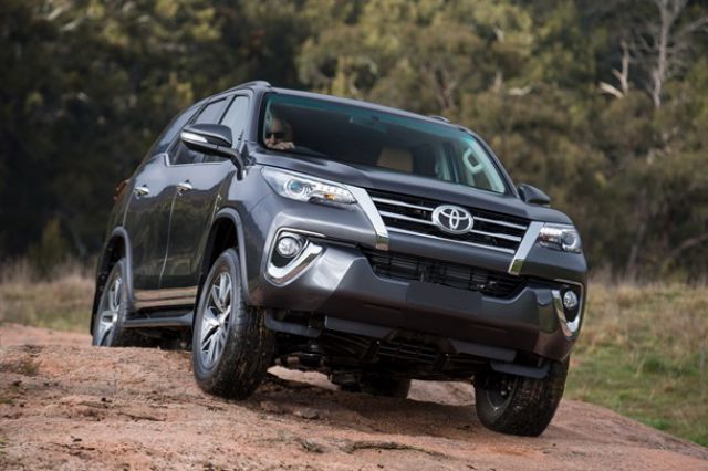 2019 Toyota Fortuner front
