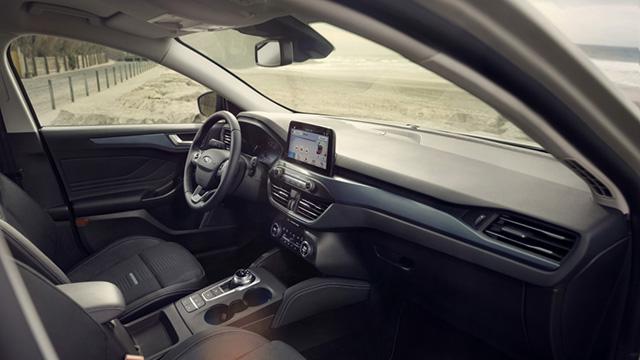 2019 Focus Active crossover interior