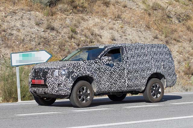 2019 Nissan Pathfinder spy shot