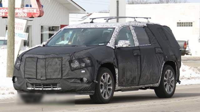 2019 Cadillac XT7 spied