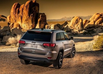 2019 Jeep Grand Cherokee SRT rear