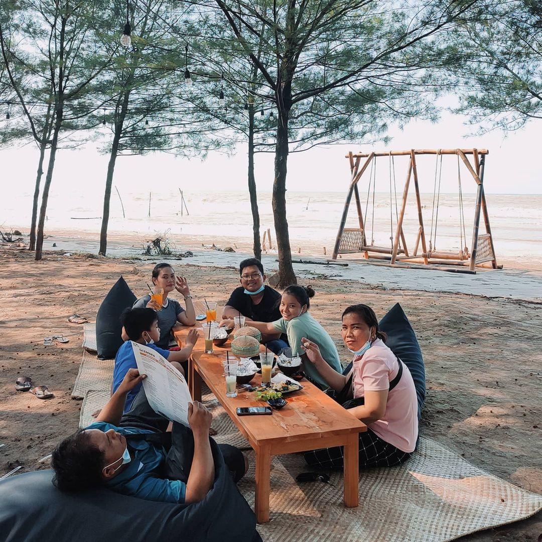 Cafe Pantai Cemara DCemara Tuban