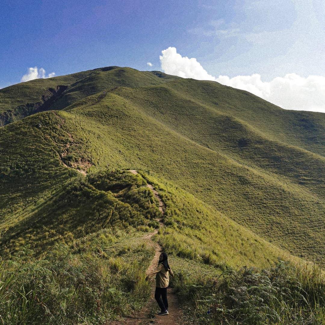 Menikmati Pemandangan Dan Keindahan Bukit Holbung Samosir