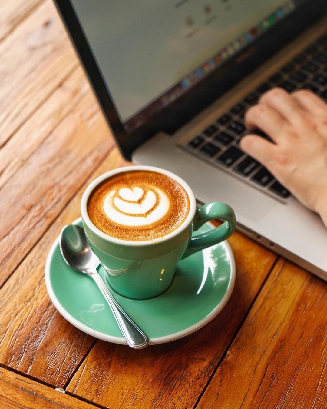 Ngerjain Tugas Finch Coffee Bogor