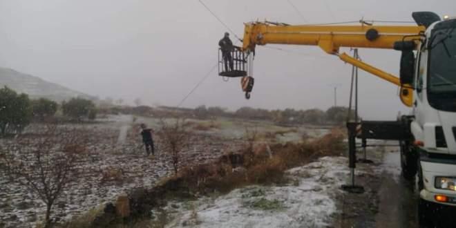 ورشات الصيانة تعمل رغم الثلوج.. ومشاكل الكهرباء لا تنتهي