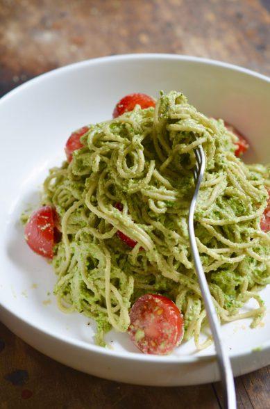 Romige-pasta-met-spinazie-en-basilicum-Rens-Kroes-678x1024@2x