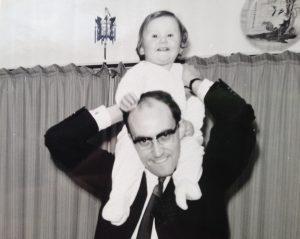 Mijn vader vond het 49 jaar geleden leuk als ik de haren uit zijn hoofd trok