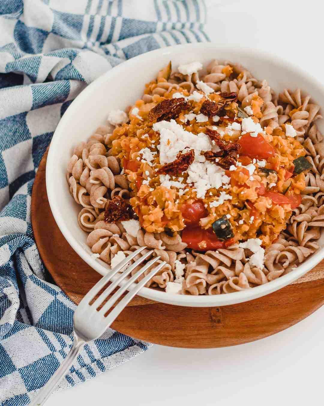 vegetarische rode linzen pasta