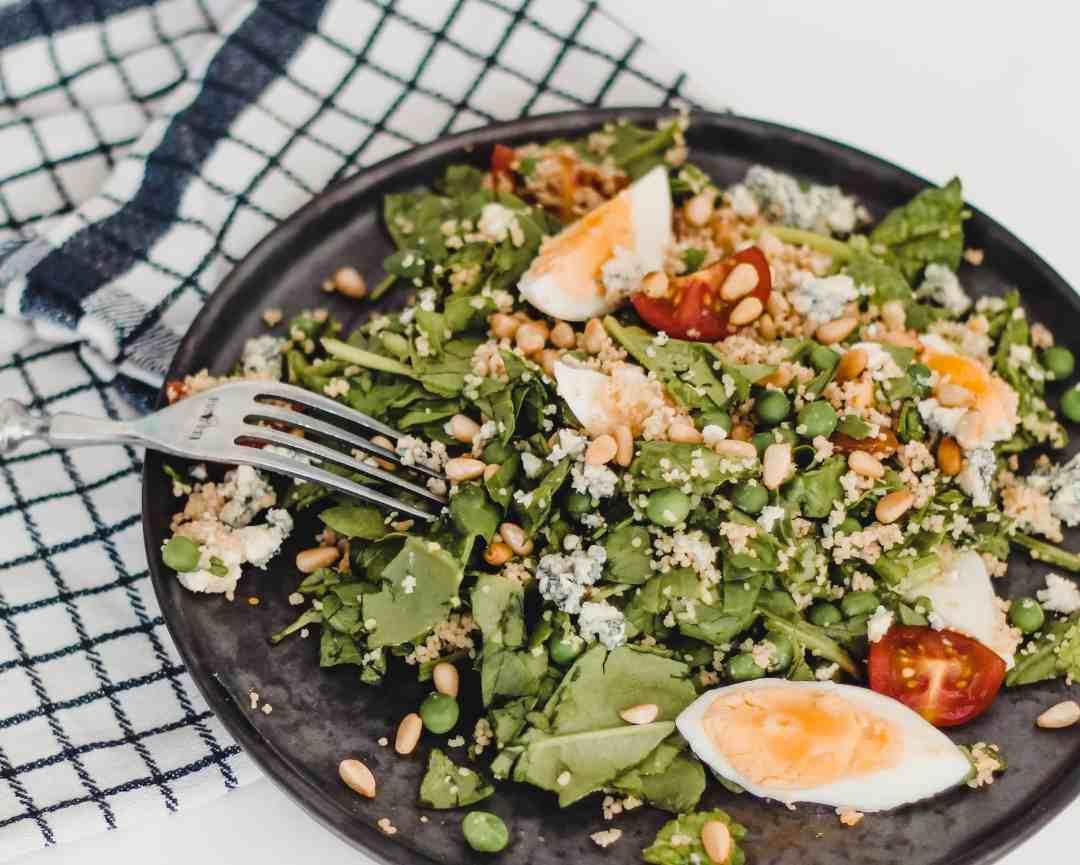 couscous salade met spinazie