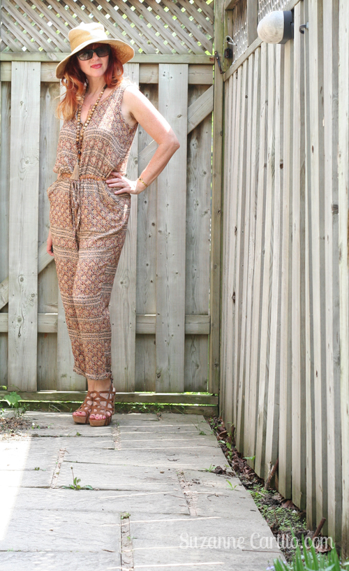 casual summer jumpsuit style for women over 40