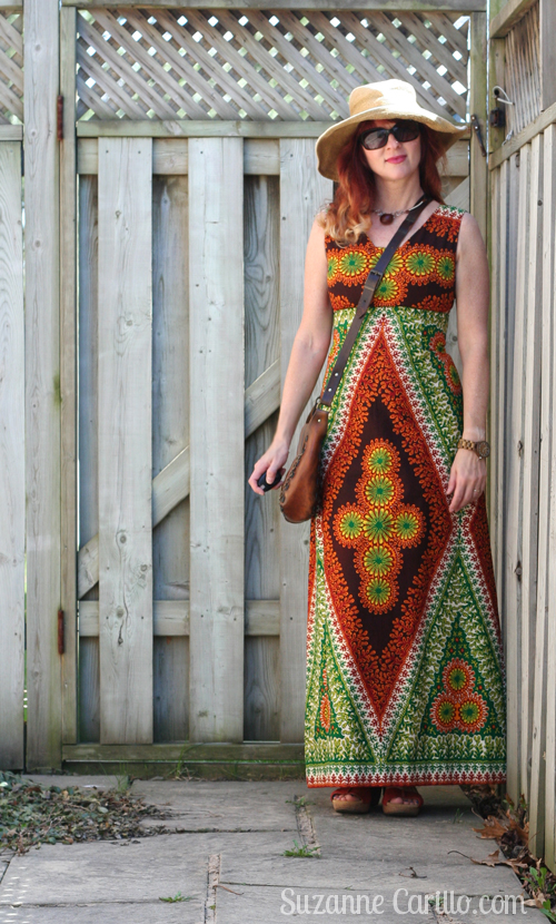 how to wear bold printed maxi dresses when you are petite