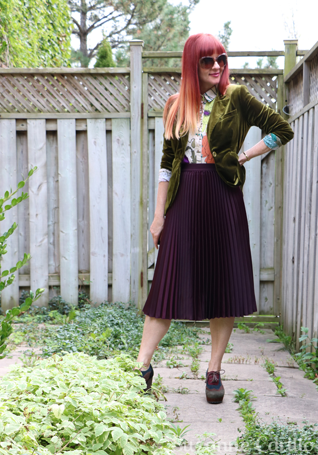 Pleated skirt velvet blazer fall style fall transitional outfit suzanne carillo