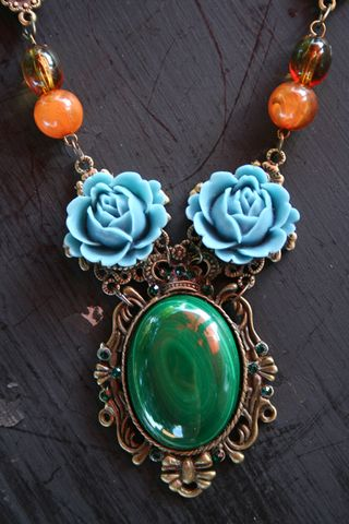 Victorian_green_necklace_close500