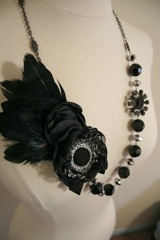 Black feather bead necklace long500
