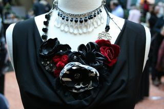 Red_black_necklace1000