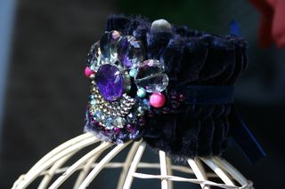 Blue velvet cuff side birdhouse