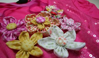 Flower_necklace_pink_yellow_close