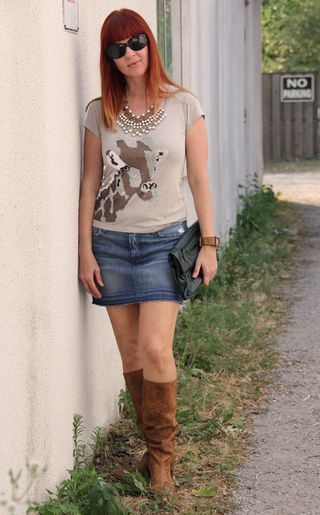 Tristan giraffe t-shirt 7 for all mankind jean skirt anthropologie boots