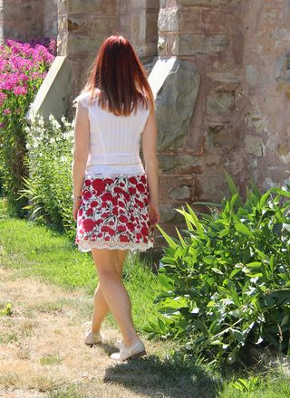 Red flower anthropologie skirt white le chateau cotton blouse back