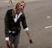 A-woman-dressed-as-a-zomb-006