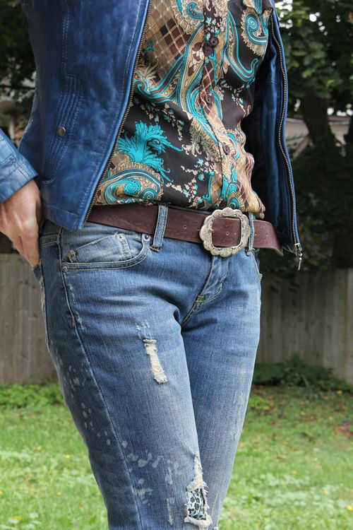 Brown blue patterned blouse brown leather belt