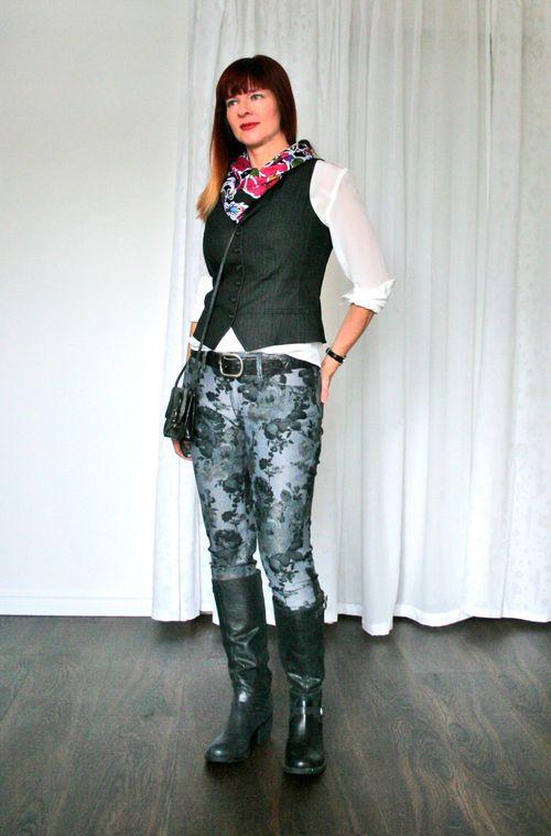 Floral scarf black vest floral jeans creative dressing