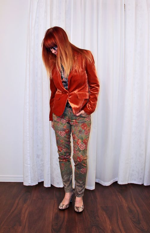 Over 40 style ombre red hair orange velvet blazer floral jeans