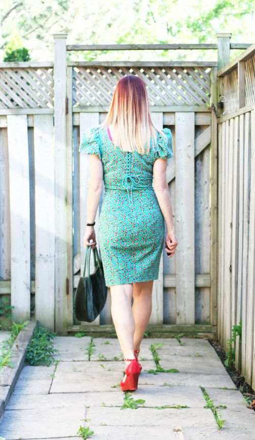 Back of betsy johnson green dress suzanne carillo style files