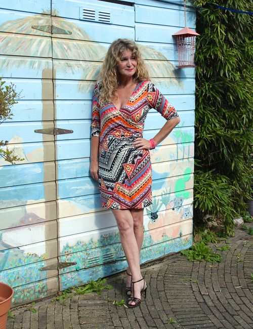 Anja curly traveller blogger