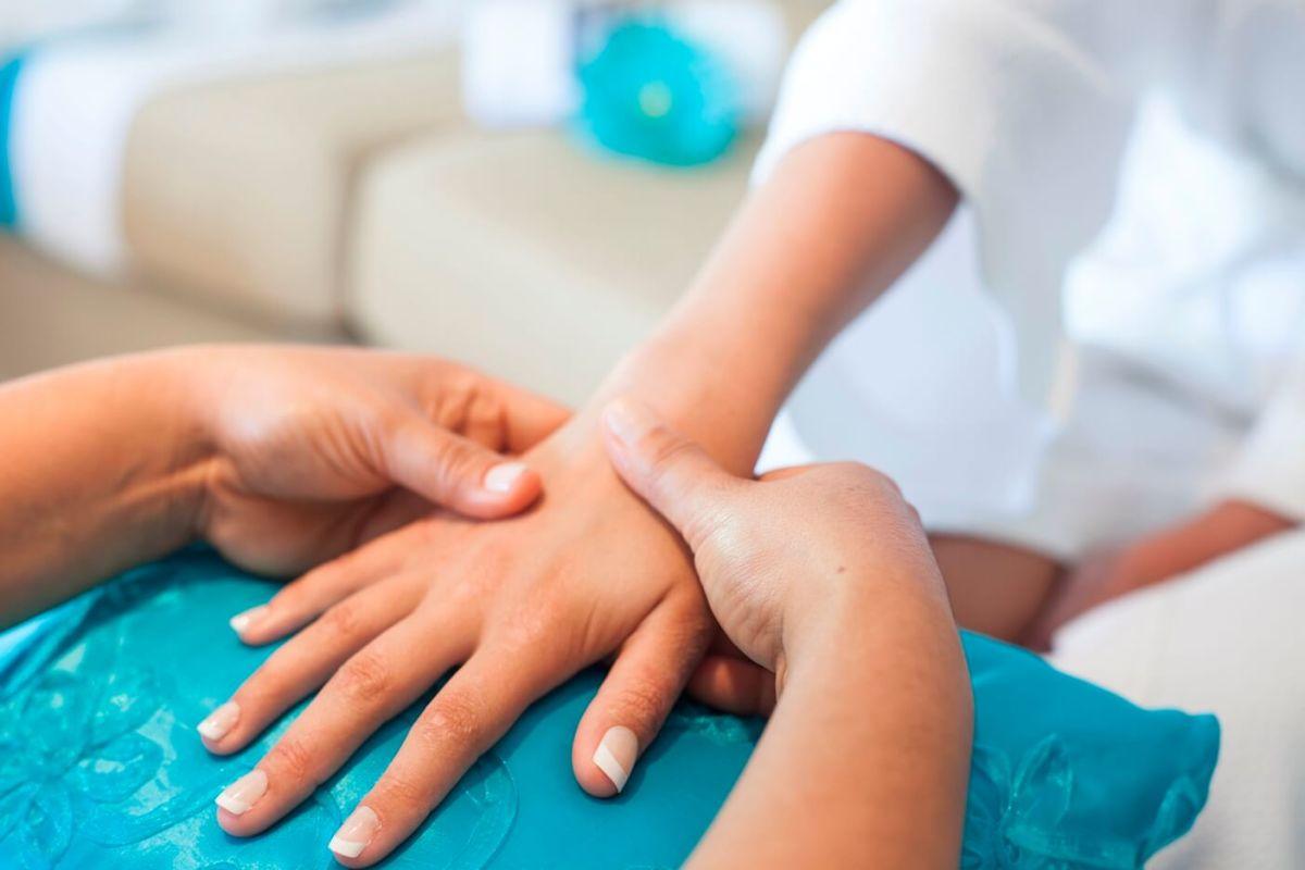 Cabo Luxury Mobile Spa manicure