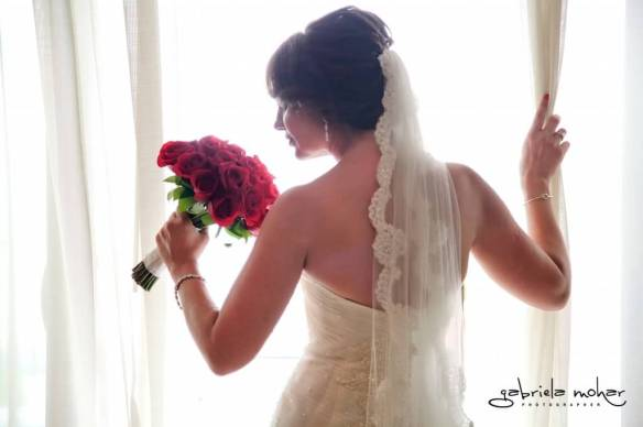Cabo bride red roses